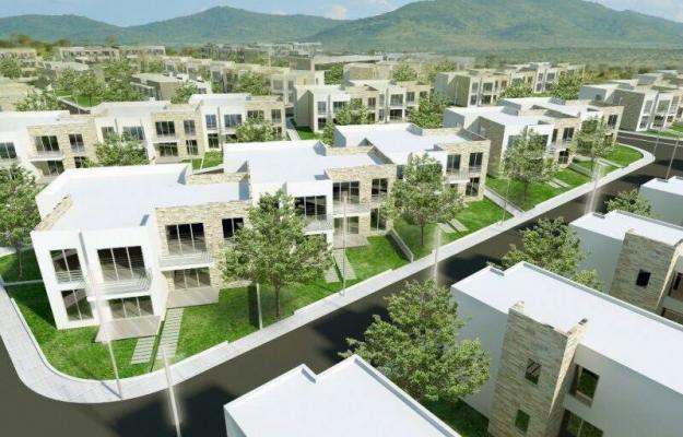 Ne shitje: shtepi me verande dhe oborr