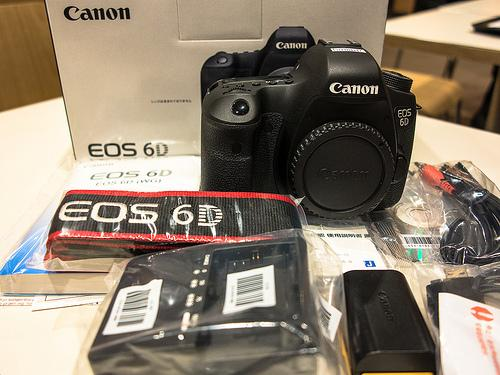 Canon EOS Digital SLR Camera 6D 20.2 MP me 24-105mm f / 3.5-5.6 MPS Lens