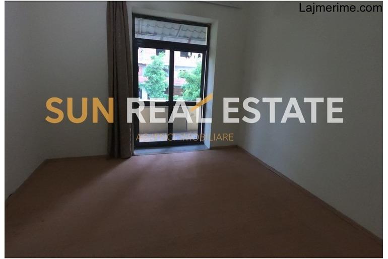 """Apartament 3+1 në shitje te shkolla """"Ndoc Mazi"""""""