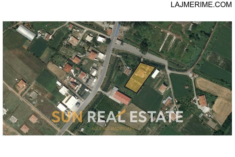 Shtëpi dy-katëshe në shitje në Bushat