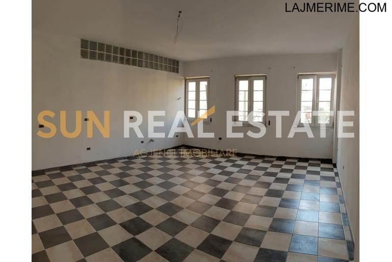 Apartament 2+1 në shitje te Shtëpia e Pionierit