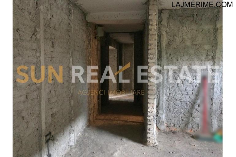 OKAZION: Apartament 3+1 në shitje në Perash.