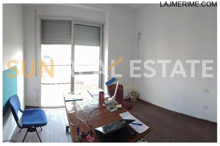 """Apartament 2+1 në shitje në sheshin """"Demokracia"""""""