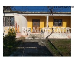 """Shtëpi private për shitje në rrugën """"Shasi""""."""