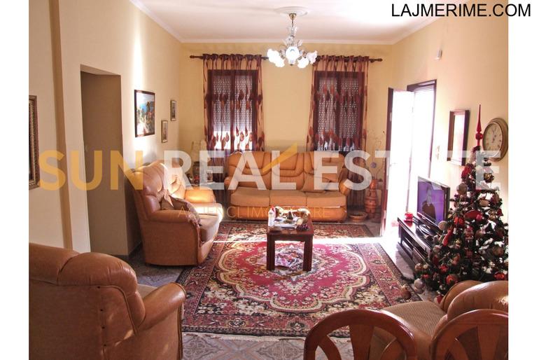Shtëpi private në shitje në Xhabiej
