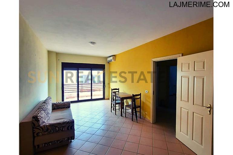 Apartament 1+1 me qira mbas Rektoratit